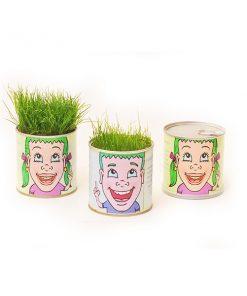 פחית שימורים ממותגת עם דשא