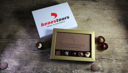 שוקולד ממותג עם פרלינים   מארזי שוקולד ממותגים   מארזים ממותגים